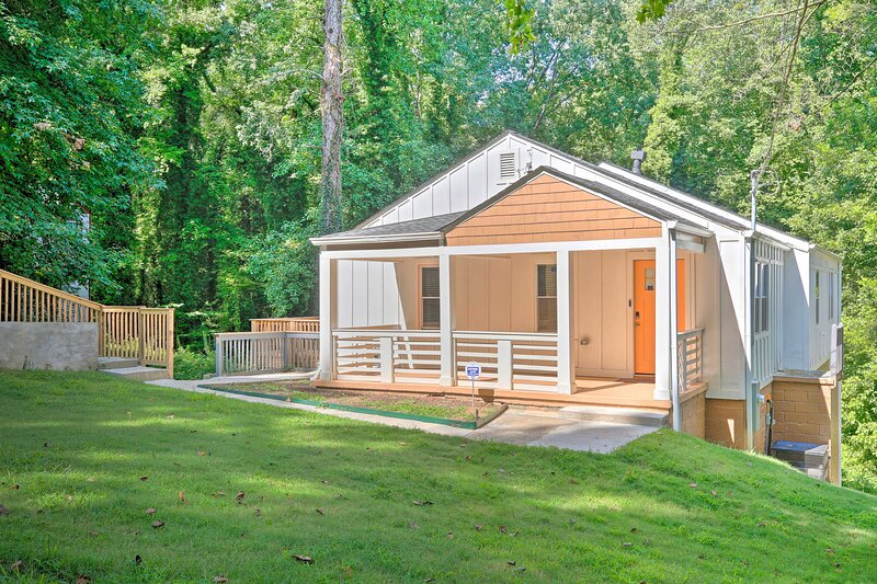 NEW! Hip & Spacious Home 5 Miles to Dtwn Atlanta!, holiday rental in Fort McPherson
