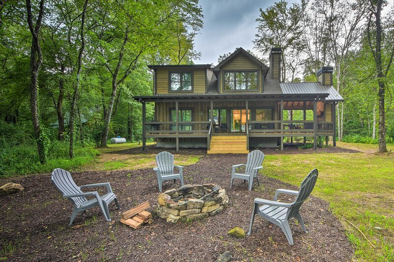 Book your stay at this quiet, well-appointed cabin in Blue Ridge.