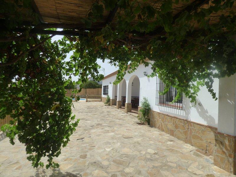 CASA DE NUEVA CONSTRUCION CON IMPRESIONANTES VISTAS, location de vacances à La Joya