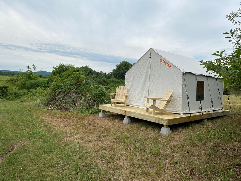 Tentrr Signature Site - Orchard Tent Esopus, vacation rental in Hurley