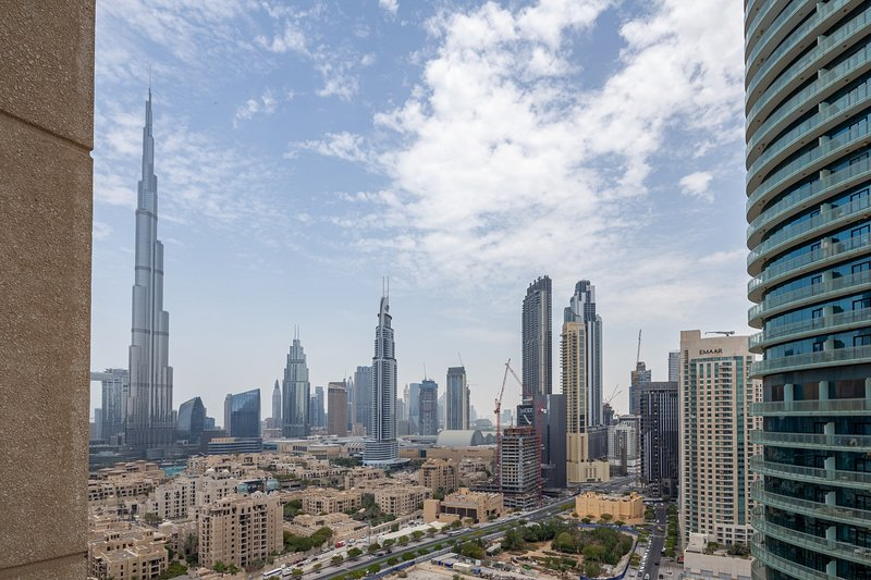 Beautiful 2BR Apartment in Downtown Dubai, vacation rental in Hatta