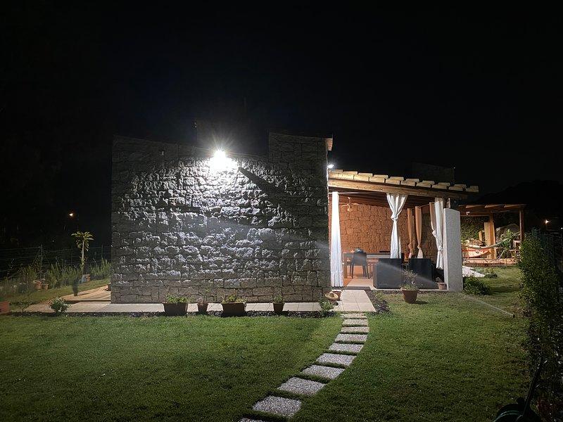 Villa ibiscus Cala Sinzias, location de vacances à Cala Sinzias