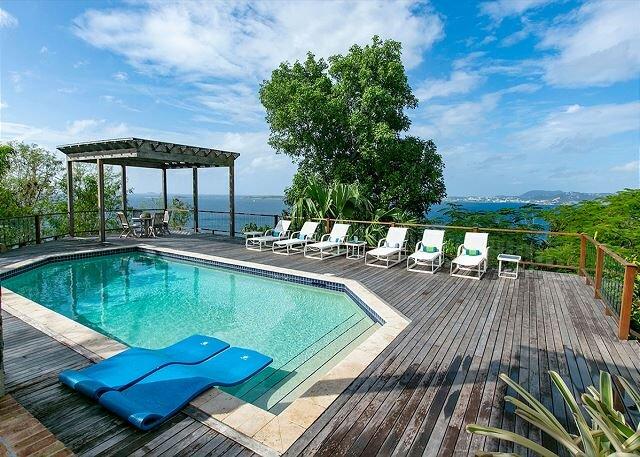 Altagracia: Stunning Sunsets! Endless Decks!, vacation rental in Cruz Bay