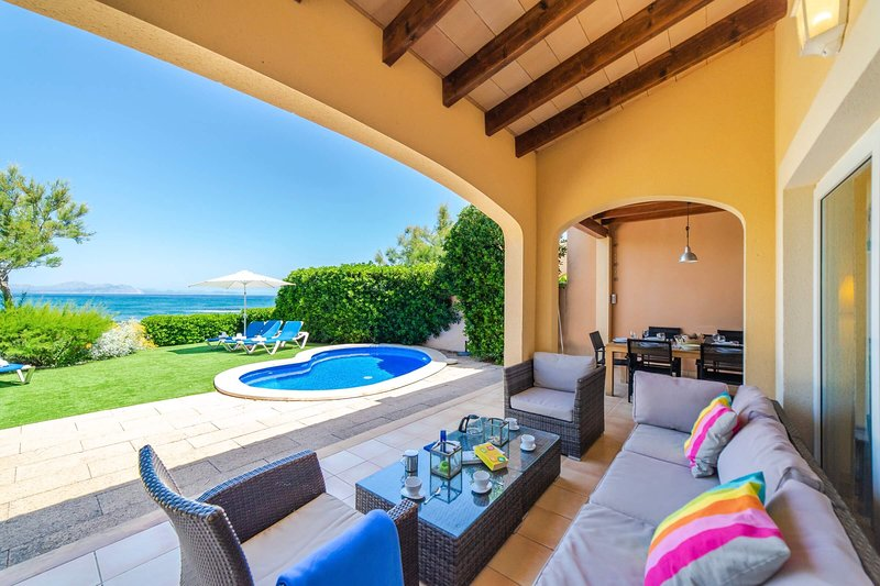 S'EMBAT - Seafront house with private pool, holiday rental in Colonia de Sant Pere
