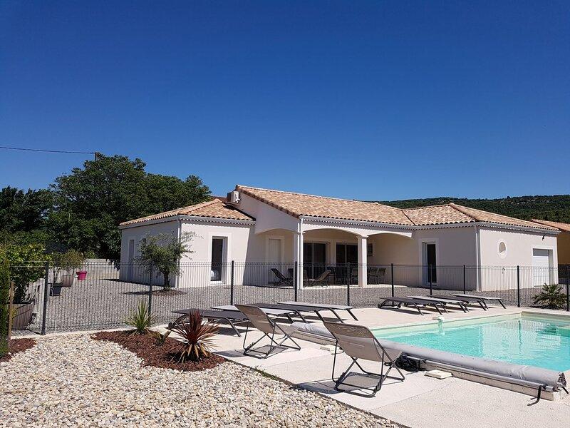 Maison contemporaine grand confort avec piscine 4 étoiles pour 10 personnes, holiday rental in Chandolas