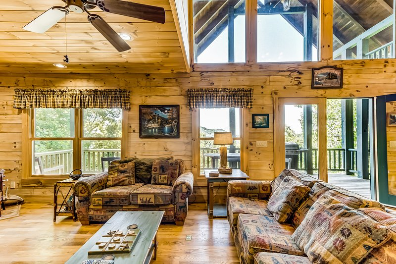 New listing! Dog-friendly getaway w/ a full kitchen, game room, & multiple decks, holiday rental in Sky Valley