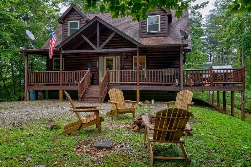 Tree Top Getaway | Log House with Views in Almond, NC, holiday rental in Nantahala Township