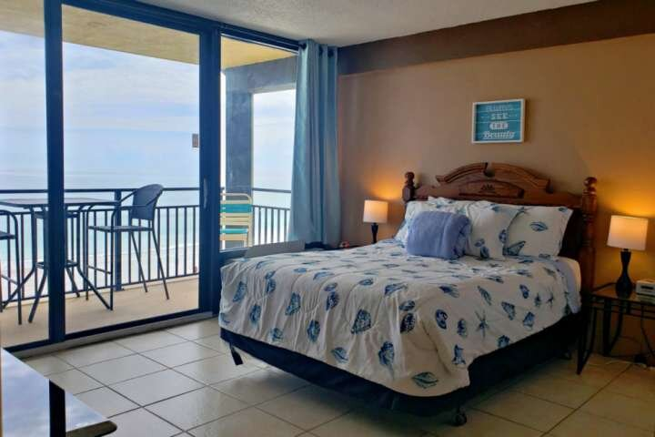 Direct OceanFront 5th Floor, South End Corner Unit - Master with Private Balcony, vacation rental in Daytona Beach Shores
