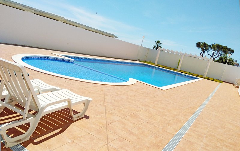 Martin House - Montenegro - Faro - Algarve, holiday rental in Gambelas
