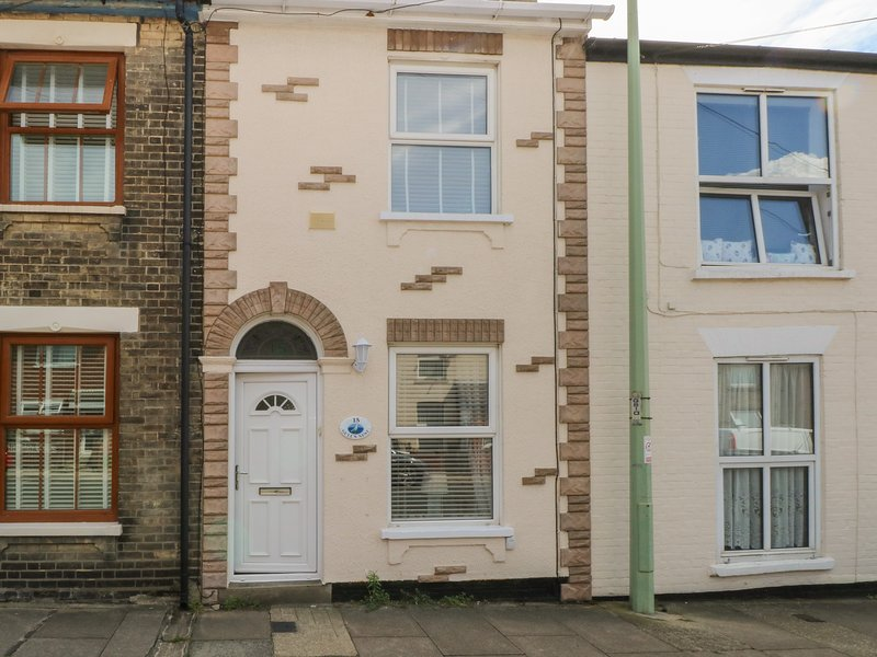 Gull's Nest, Pakefield, holiday rental in Oulton Broad