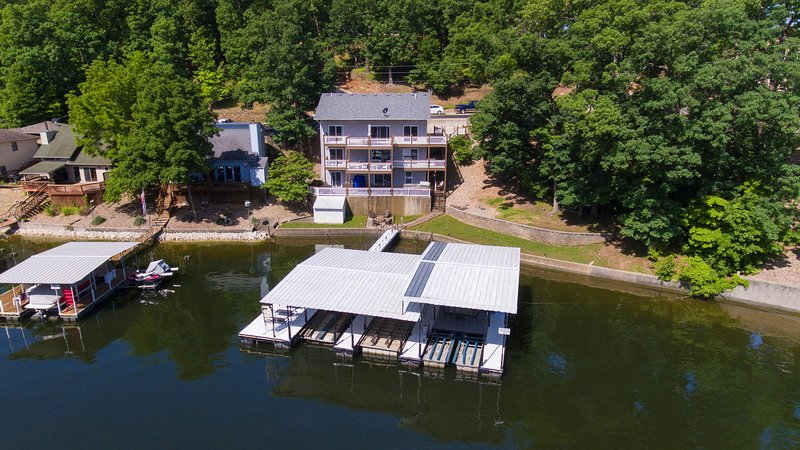 8BR/5BA Lakeront Vacation Home w/Dock & Hot Tub, vacation rental in Sunrise Beach
