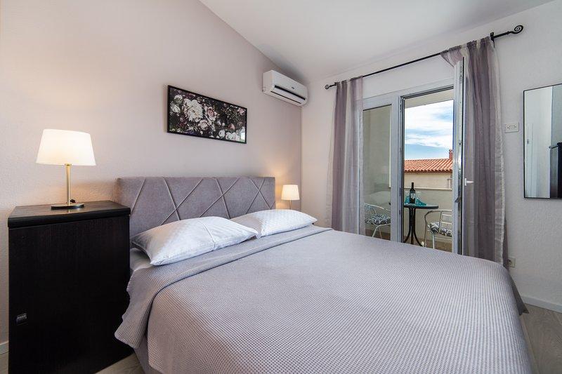 Apartments Divna/Nebo, vacation rental in Baska Voda