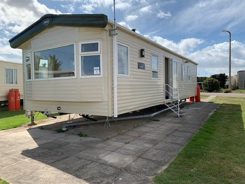 6 berth Static caravan for hire at Naze Marine Holiday Park ref 17013D, vacation rental in Frinton-On-Sea