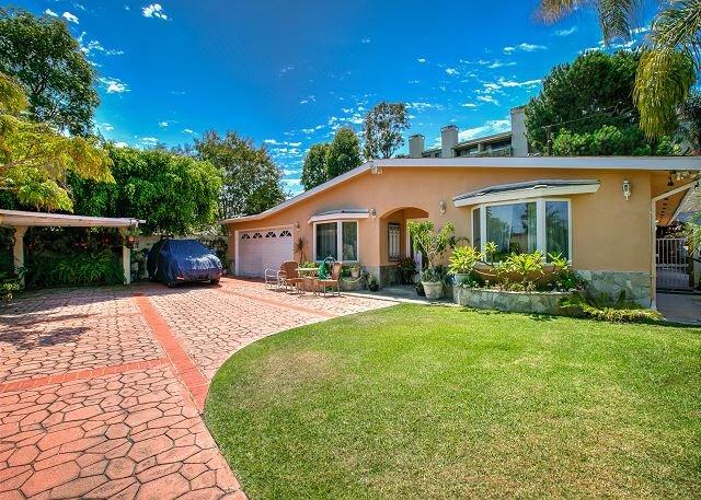 Tranquil Retreat in Torrance w/ Lush Courtyard - 1 Mile to Redondo Beach!, location de vacances à Gardena