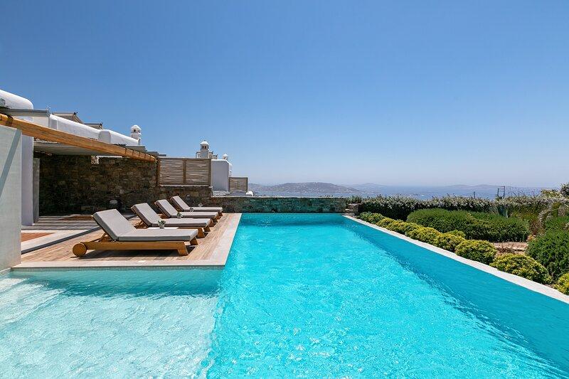 M ONE Villa private pool with sea view