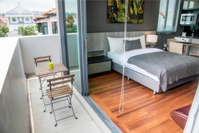 Deluxe Private Studio Room Sen-5 with shared pool, holiday rental in Pasir Gudang