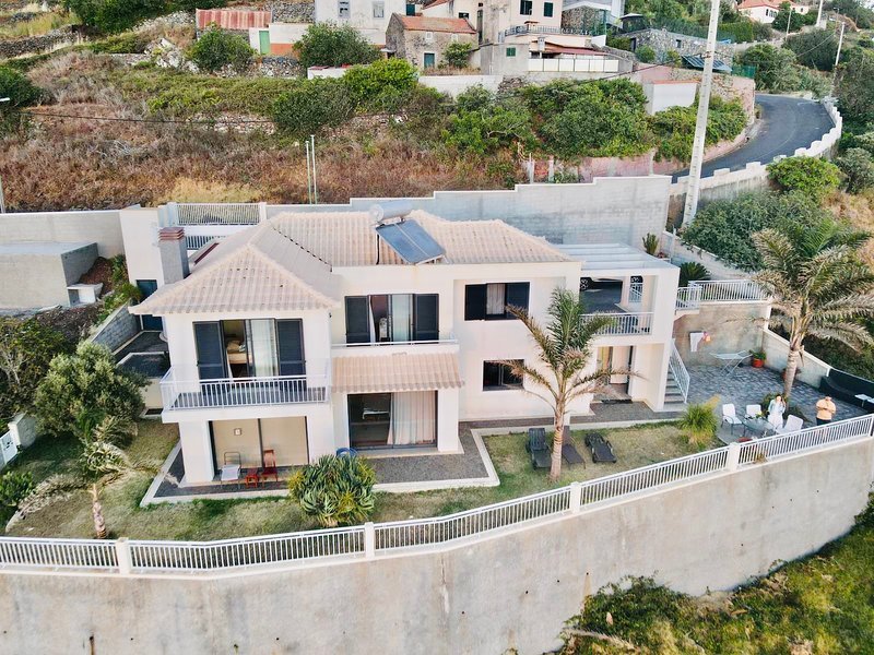 ***Casa Farol with the BEST view in Madeira***, vacation rental in Faja da Ovelha
