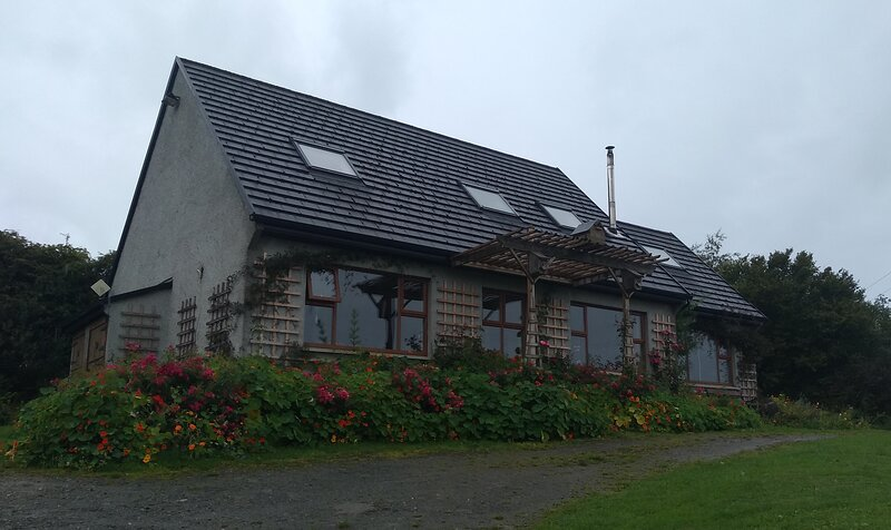 Inch Cove cottage. Shore front patio, stables, paddock. Wild Atlantic way., holiday rental in Ramelton