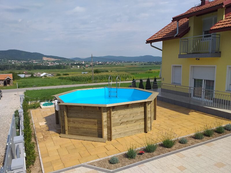 Holiday home House of inspiration above LAKE Sabljaci with pool, holiday rental in Generalski Stol