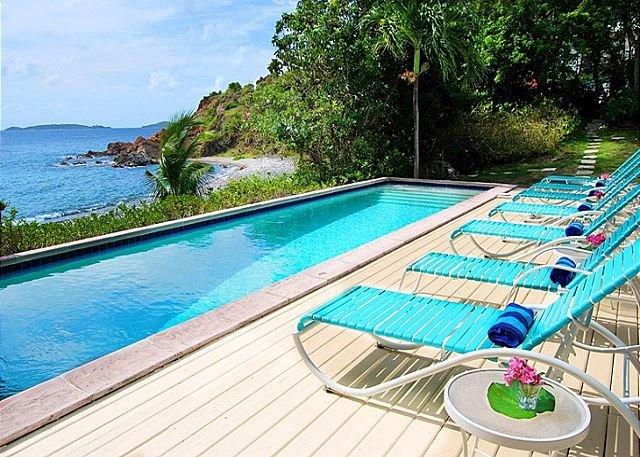 Sunset Beach: Beachfront Villa! Pool! Hot Tub!, holiday rental in Cruz Bay