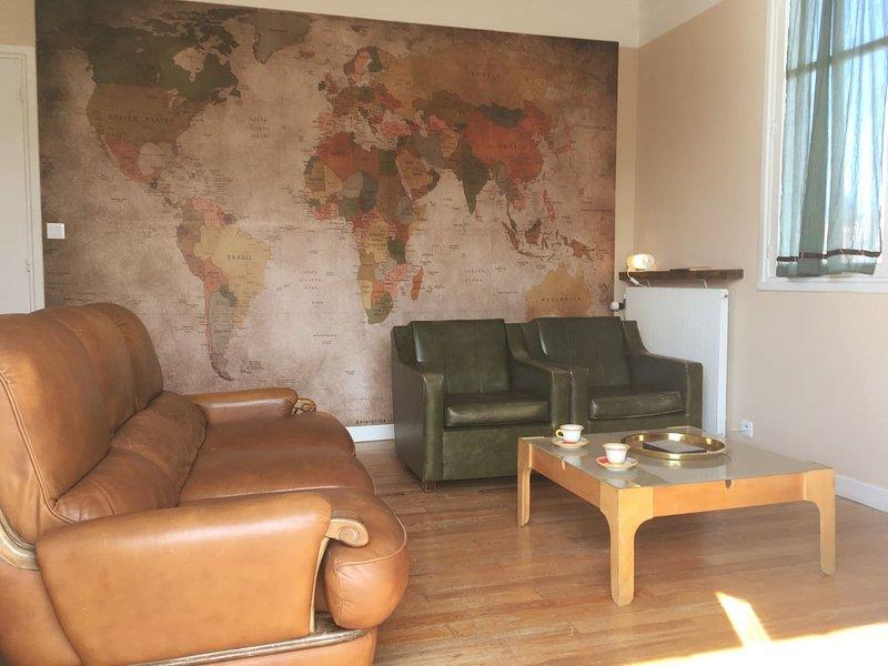 Bright flat in villa with garden, holiday rental in Irun