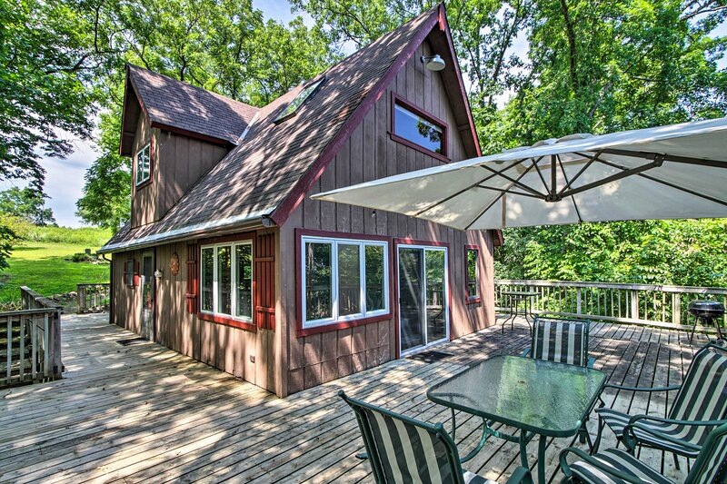 NEW! Secluded A-Frame Hideaway w/ Wraparound Deck, holiday rental in Boscobel