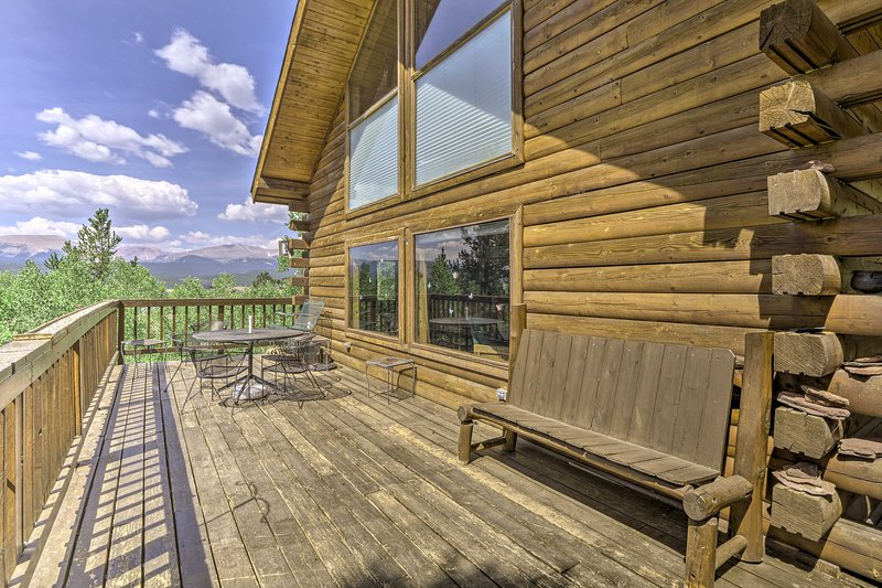 Rustic Backcountry Cabin w/ Views 1Mi to Fairplay!, location de vacances à Como