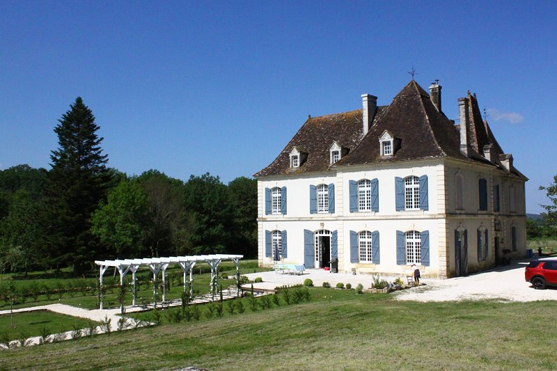 Chateau de la Forge - Newly renovated & ideal base to explore Dordogne-Perigord, holiday rental in Clermont de Beauregard