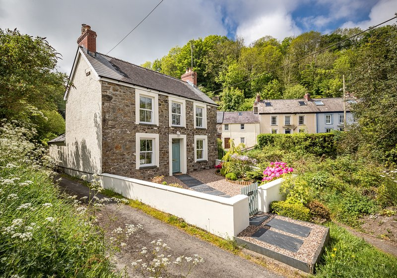 Abbey Forge Cottage, St Dogmaels, holiday rental in Cilgerran
