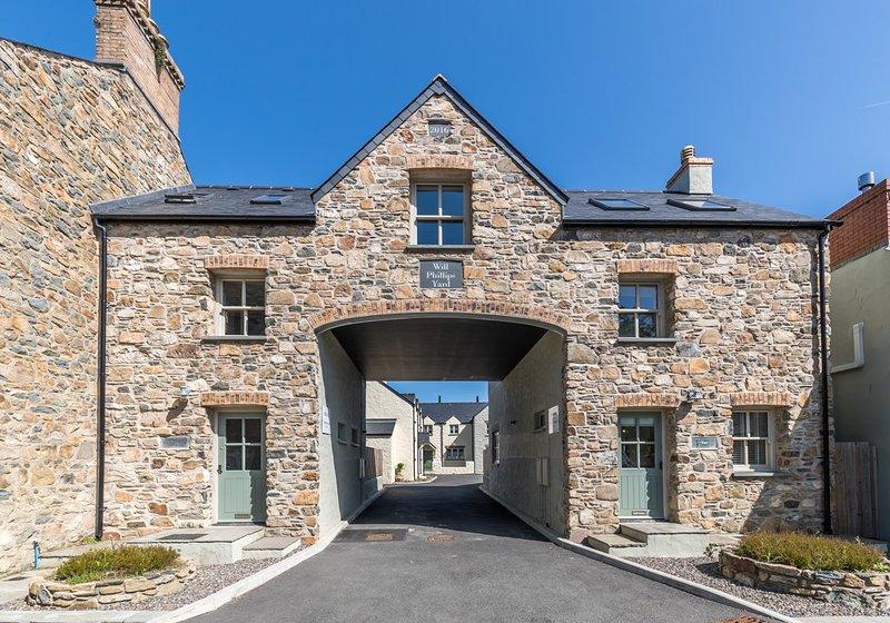 2 Will Phillips Yard, Newport, Pembrokeshire, holiday rental in Newport