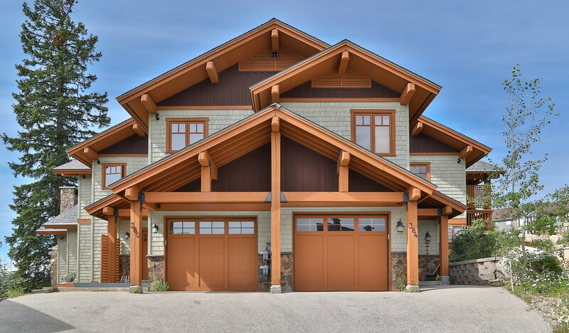 New Luxury 4000' Big White Chalet! Best Ski In/Ski Out! Close to Village Center!, vacation rental in Big White