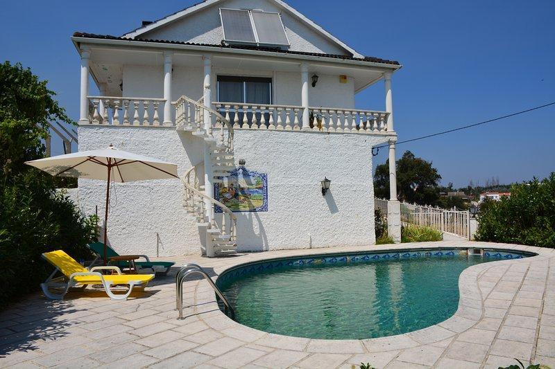 Villa with pool in a quiet village, vacation rental in Alvaiazere