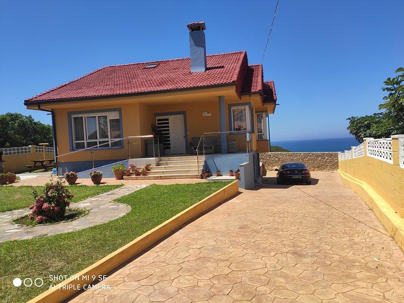 Encanatadora Villa en la costa De Suances, holiday rental in Miengo