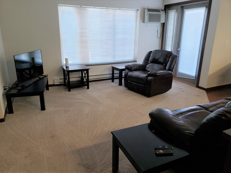 WC-Large Corner 2BR/2BA Short-Term & Extended Stay, vacation rental in Keene