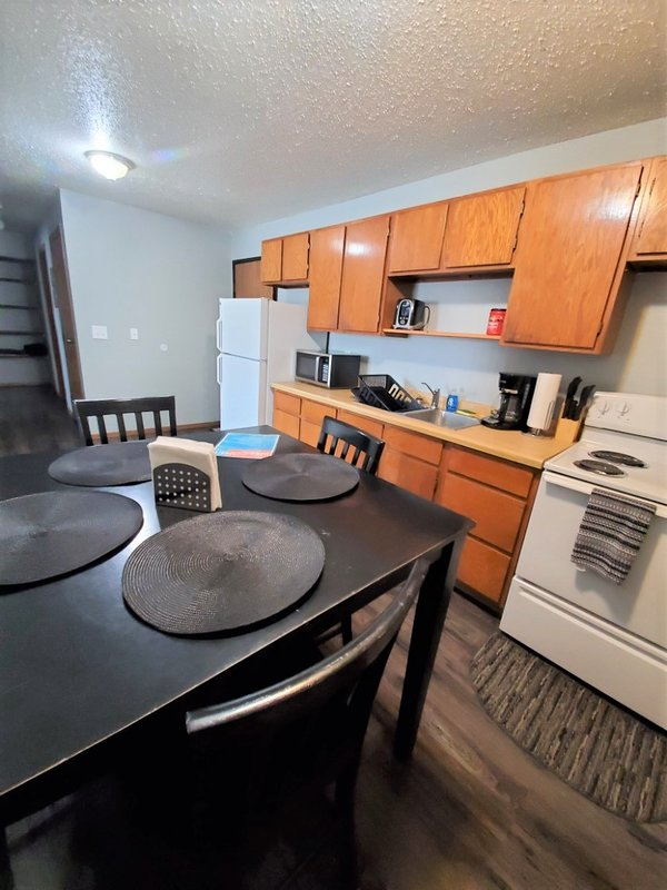 Williston Apt! Fully furnished + all you could need for short + long term stays!, vacation rental in North Dakota