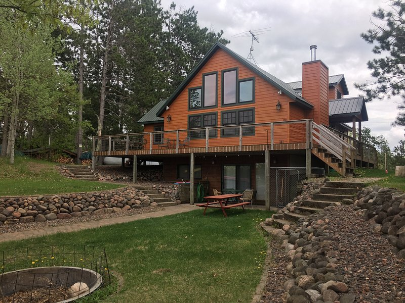 Chalet Cabin on Big Bass Lake, holiday rental in Trego