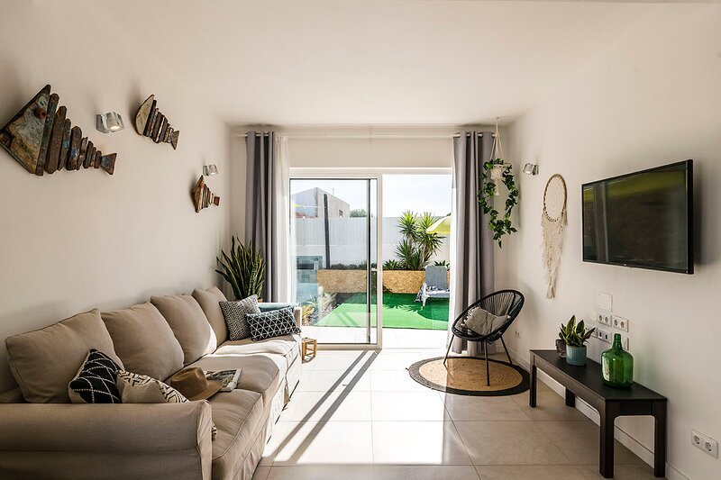 New Build Villa In Sagres Close To Beaches, location de vacances à Sagres