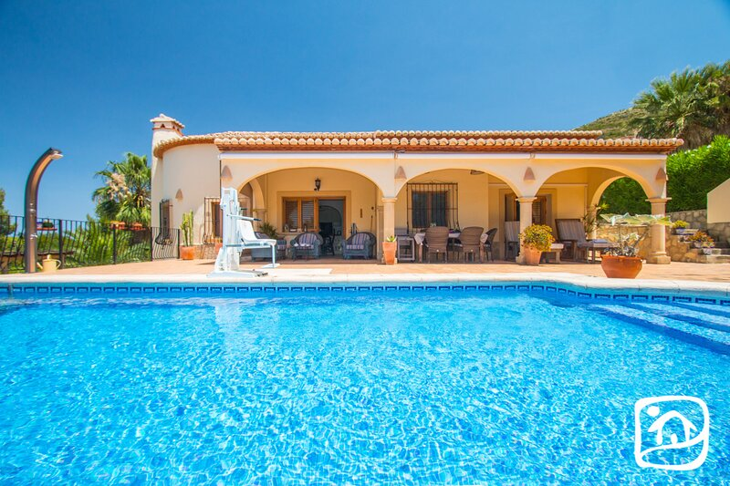 Benitachell Villa Sleeps 6 with Pool Air Con and Free WiFi - 5859847, holiday rental in Benitachell