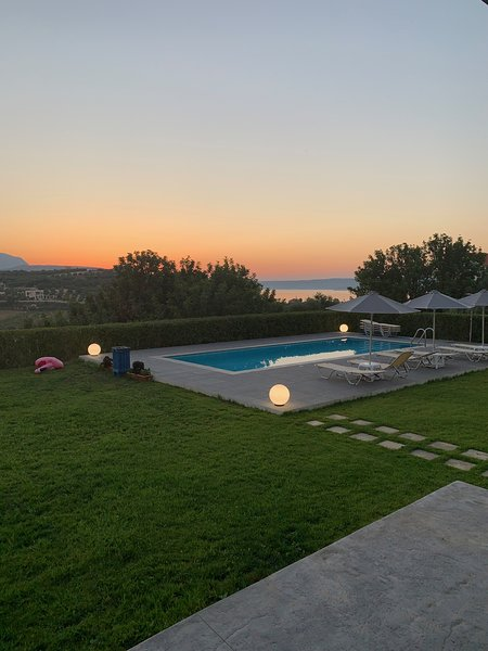 Villa Nota/ Luxury, amazing sea view and close to the beach!, vacation rental in Almyrida