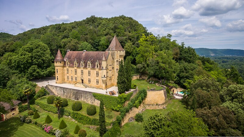 Chateau de Rouffillac-  Luxurious Hilltop French Fairytale Chateau, location de vacances à Carlux