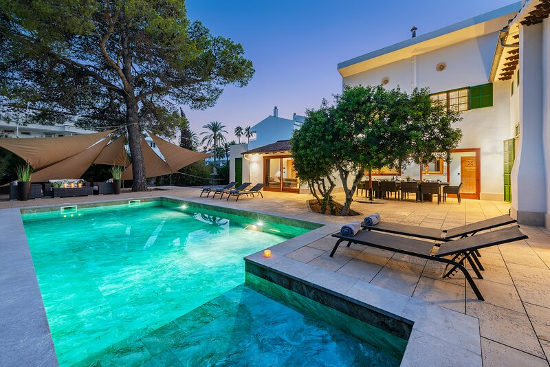 Stunning Villa C'an Payeras 200m from the beach, alquiler de vacaciones en Mallorca