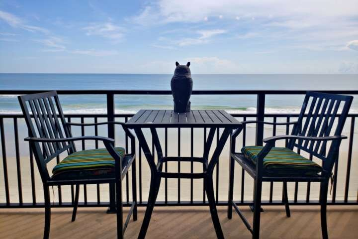 Budget Friendly Couples Get-Away, 4th Floor Direct OceanFront w/ Private Balcony, holiday rental in South Daytona