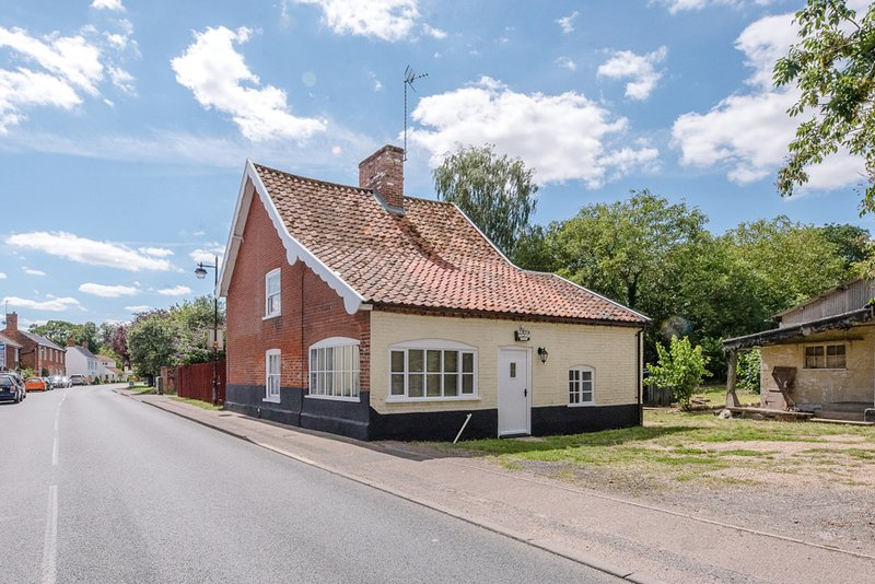 The Old Butchers Shop, Bramfield (Air Manage Suffolk), holiday rental in Blyford
