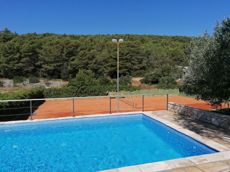 ☆Holiday stone house☆with☆shared tennis court☆and☆shared outdoor pool☆Slivje☆, alquiler vacacional en Selca