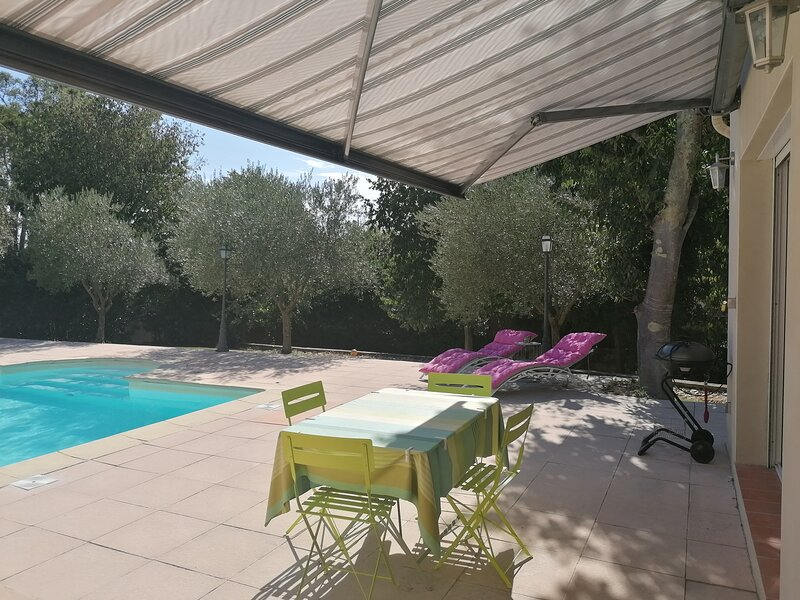 Mazet de Calvas avec piscine, location de vacances à Saint-Gervasy