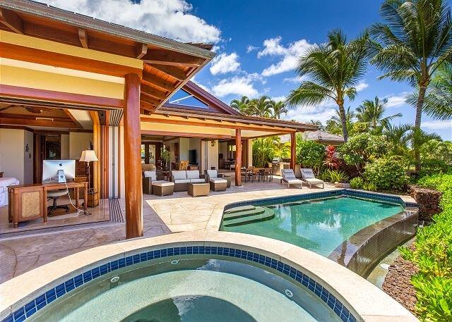 Hualalai 72-143 Pakui~ exclusive custom residence~pool~premier location, vacation rental in Kailua-Kona
