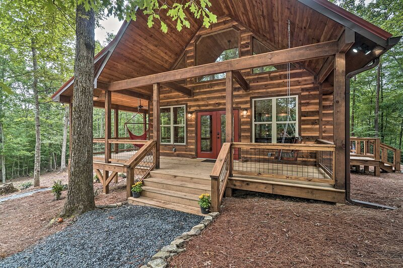 NEW! Peaceful Cabin on 3 Private Acres w/Fire Pit!, holiday rental in Culberson