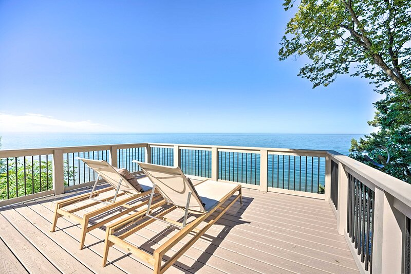 NEW! Lake Michigan Home w/Multi-Level Deck & Views, alquiler vacacional en West Olive