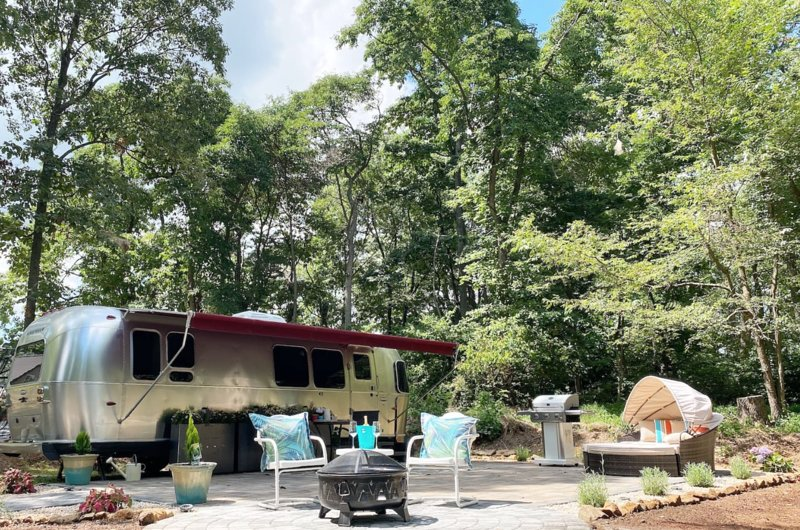 Serenity Airstream At  Apple Blossom Farm Hot Tub Extra $, vacation rental in Waynesboro