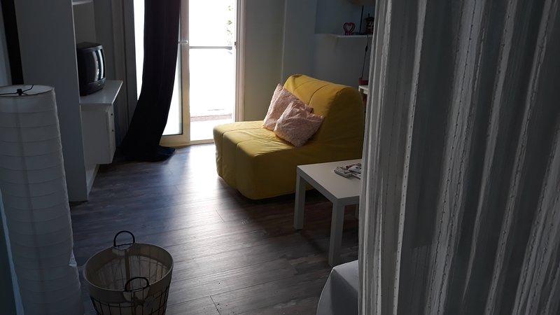 Romantically allured studio next to the centre, holiday rental in Triandria